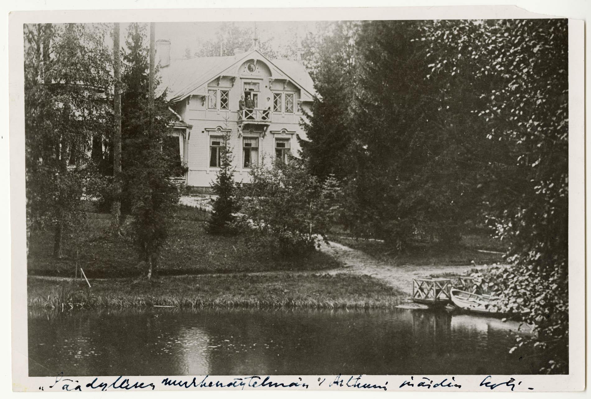 Olavi Paavolaisen Vienola Helvi Hämäläisen valokuvaamana vuonna 1920. Helvi Hämäläisen arkisto.