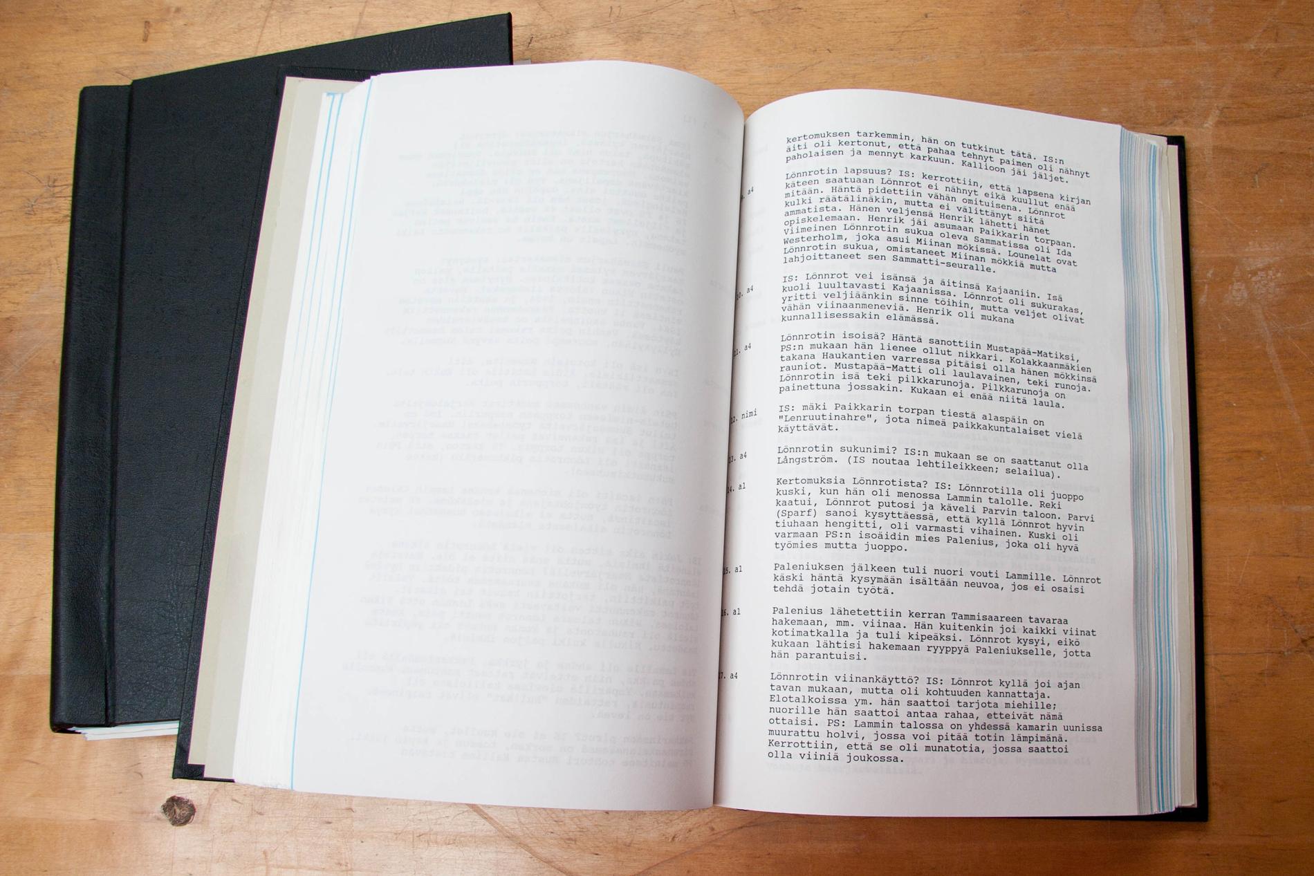 Sisällysluettelon avulla äänitteen seuraaminen helpottuu, sillä siihen on referoitu äänitteen sisältö. SKS KIA. Kuva: Milla Eräsaari.