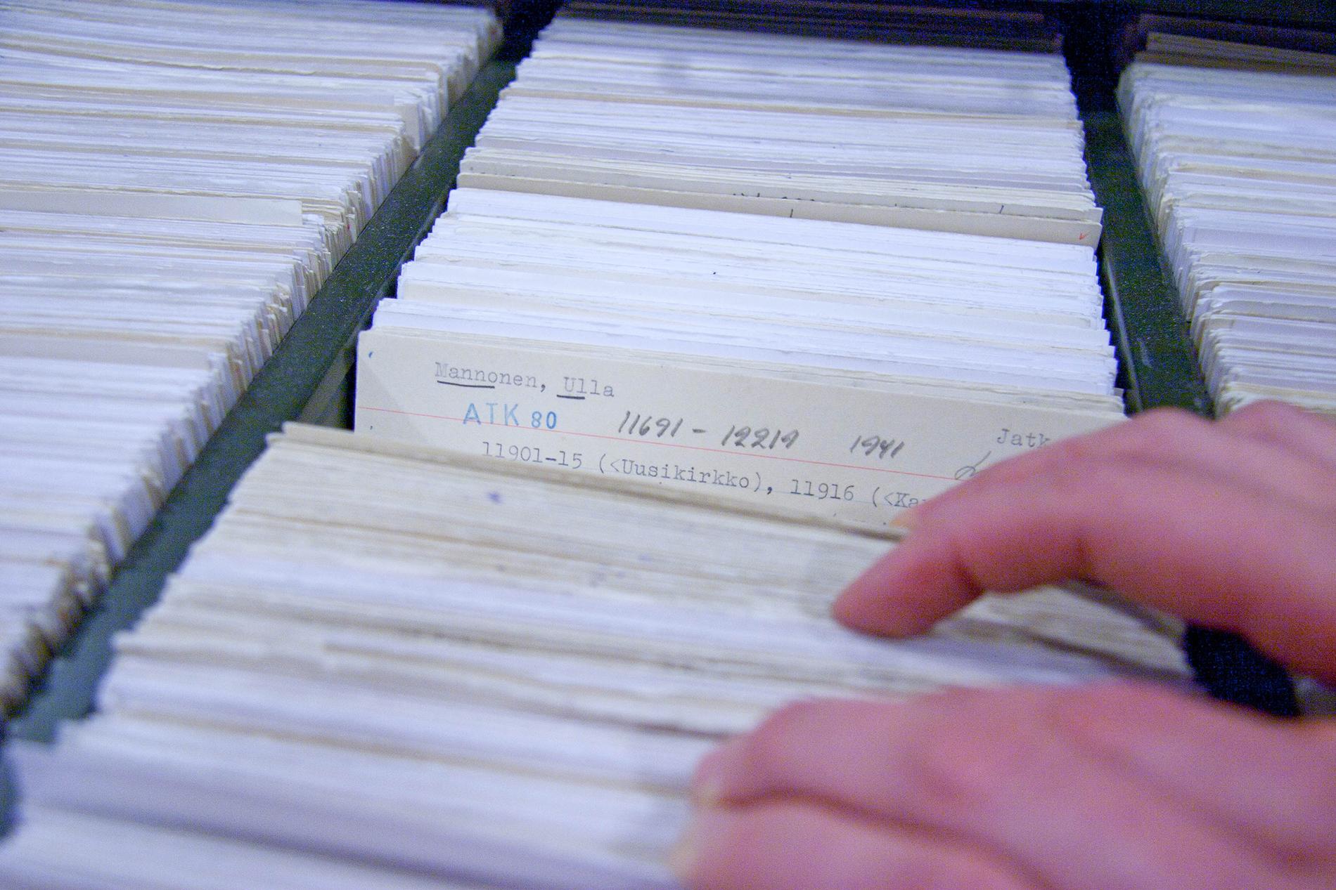 Perinteen ja nykykulttuurin kokoelmien kerääjäkortistosta löytyvät tiedot arkistoon 1987 mennessä saapuneista tekstiaineistoista. SKS KIA. Kuvaaja: Milla Eräsaari.
