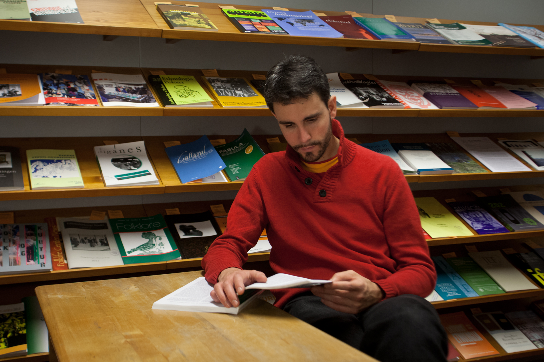 Uutuuslehtiin voi tutustua kirjaston pohjakerroksessa. SKS. Kuvaaja: Gary Wornell.