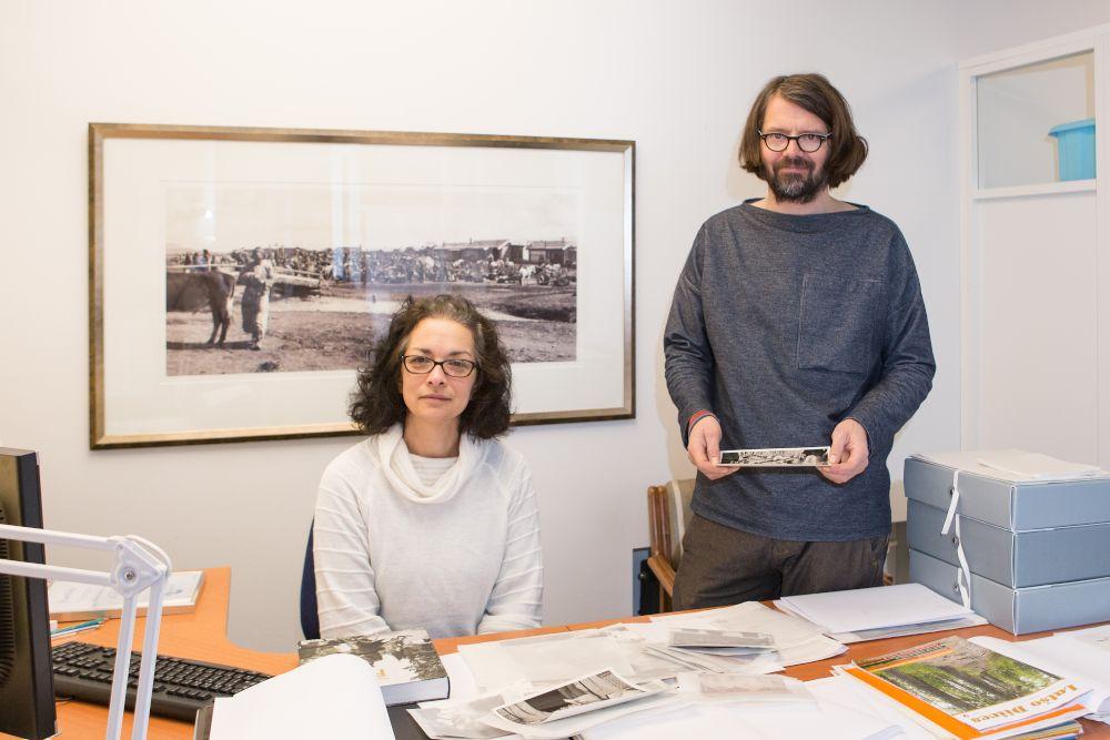 Romanien kulttuuriperintöä tallennettiin vuosina 2016-2018. Kuvassa hankkeen työtekijät Pia Kara ja Risto Blomster. Kuva: Tea Åvall. SKS.