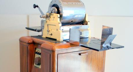 Ellams Rotary Duplicator –kopiokone 1900-luvun alkupuoliskolta. Kuva: Tekniikan museo.