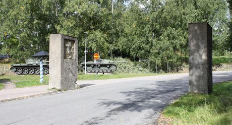 Varuskunta-alueen pääportti. Kuva: Tapani Flyktman