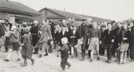 Hatsinan inkeriläisleirillä vuonna 1943. Kuva: Antti Hämäläisen kokoelma, SKS KRA.