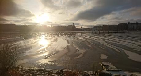 Jäinen maisema Tervasaaresta kaupunkiin päin katsottaessa. Kuvaaja: Tiina Räihä