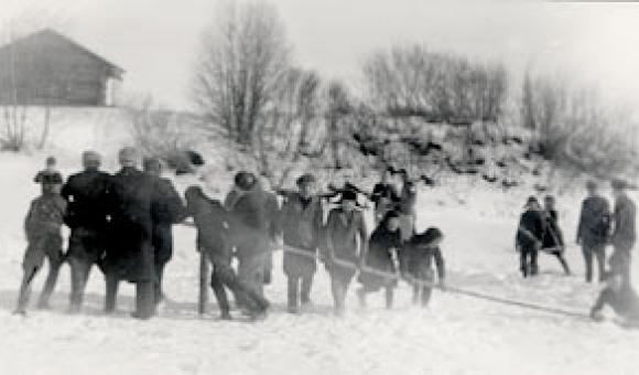 SKS 277 Etelä-Pohjanmaa n. 1941. Villikelkka joen jäällä. Samuli Paulaharju